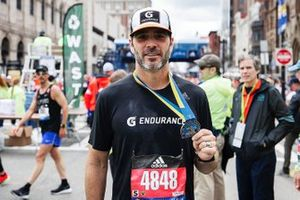 Jimmie Johnson corre el Maratón de Boston