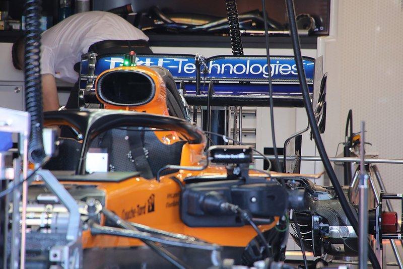 Detalle del alerón trasero del McLaren MCL34