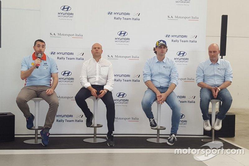 Paolo Sperati, della comunicazione Hyundai, Andrea Adamo, capo di Hyundai Motorsport, Il pilota Umberto Scandola, Riccardo Scandola, capo di S.A. Motorsport