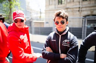 Nyck De Vries, ART GRAND PRIX y Mick Schumacher, PREMA RACING