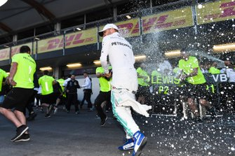 Valtteri Bottas, Mercedes AMG F1, 1st position, and the Mercedes team celebrate after the race