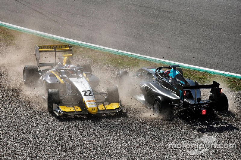 Accidente de Jake Hughes, HWA Racelab, y Ye Yifei, Hitech Grand Prix