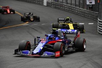 Alexander Albon, Toro Rosso STR14, Nico Hulkenberg, Renault R.S. 19, y Romain Grosjean, Haas F1 Team VF-19