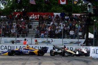 Josef Newgarden, Team Penske Chevrolet, James Hinchcliffe, Arrow Schmidt Peterson Motorsports Honda, Alexander Rossi, Andretti Autosport Honda si schianta in turno tre