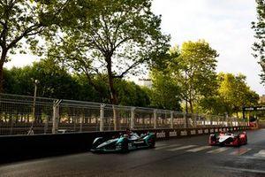 Mitch Evans, Panasonic Jaguar Racing, Jaguar I-Type 3, et Jérôme d'Ambrosio, Mahindra Racing, M5 Electro