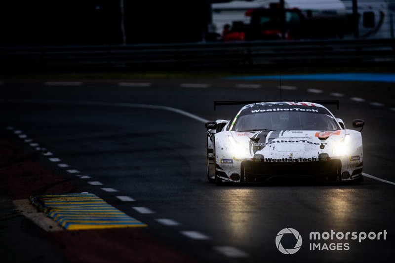 #62 WeatherTech Racing, Ferrari 488 GTE: Cooper MacNeil, Toni Vilander, Rob Smith