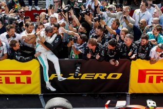 Lewis Hamilton, Mercedes AMG F1, 1st position, celebrates in Parc Ferme with his team