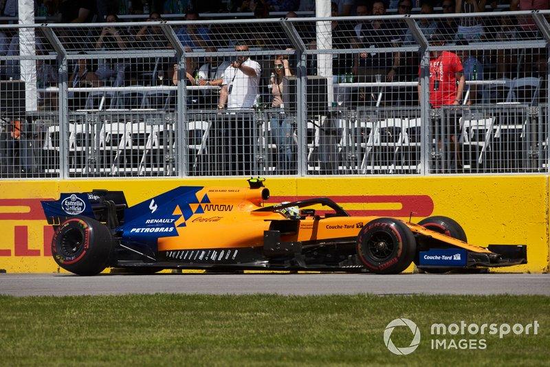 Lando Norris, McLaren MCL34, parcheggia la sua auto e si ritira dalla gara