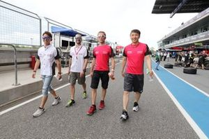 #23 Nismo Nissan GT-R: Tsugio Matsuda, Ronnie Quintarelli, #3 B-Max Racing team Nissan GT-R: Frederic Makowiecki, Kohei Hirate