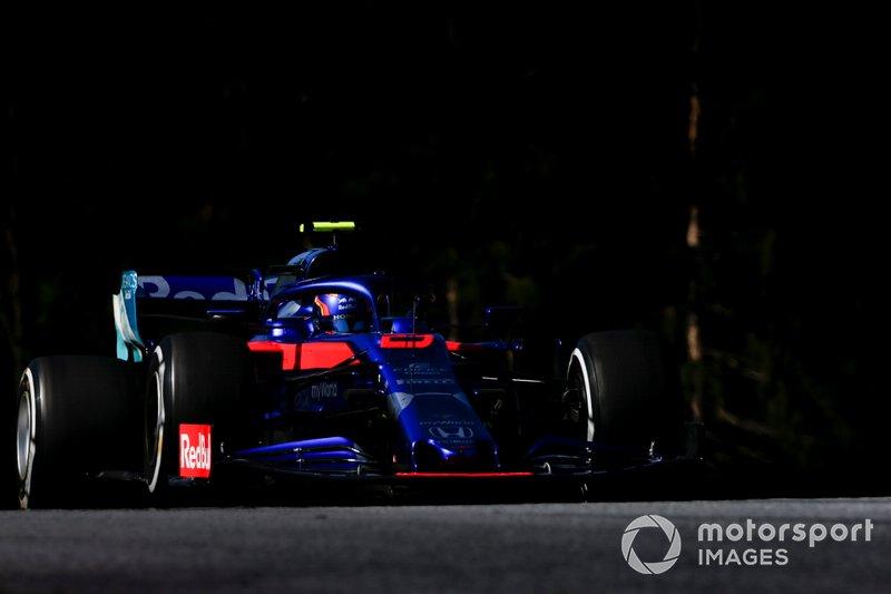 18. Александр Элбон (Toro Rosso) – 1:04,665 (гонщик получил штраф в 10 позиций за внеплановую замену мотора)