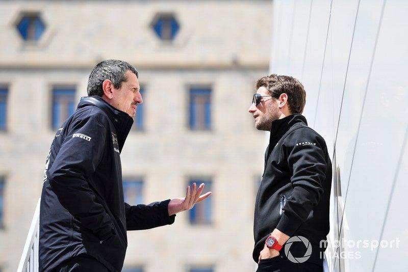 """Steiner: """"Giuro che non so cosa fare..."""". Grosjean: """"Ora è molto arrabbiato..."""". Steiner: """"Oh no, stavo pensando di non sapere cosa fare qui. Ho persino smesso di guardare la gara del tutto, per cosa?""""."""