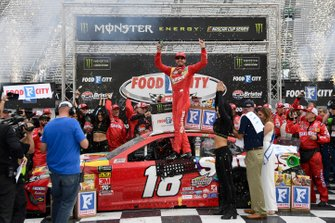 Race Winner Kyle Busch, Joe Gibbs Racing, Toyota Camry Skittles