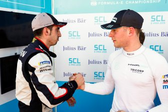 Stoffel Vandoorne, HWA Racelab, shakes hands with Sébastien Buemi, Nissan e.Dams