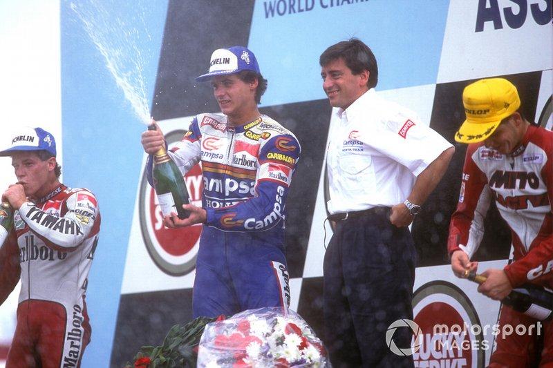 Alex Criville con champán francés en 1992