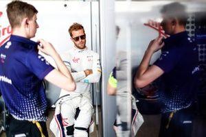Sam Bird, Envision Virgin Racing, in the garage