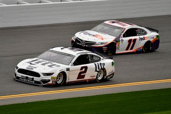 Brad Keselowski, Team Penske, Ford Mustang Miller Lite and Denny Hamlin, Joe Gibbs Racing, Toyota Camry FedEx Express