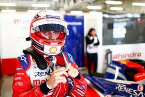 Jérôme d'Ambrosio, Mahindra Racing, M5 Electro, puts on his helmet