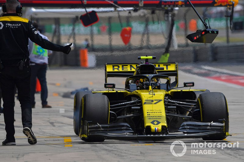 Nico Hulkenberg, Renault F1 Team R.S. 19, in the pits during practice