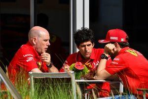 Jock Clear, ingeniero de carreras, Ferrari, y Charles Leclerc, Ferrari