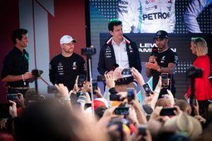 Mark Webber, Toto Wolff, Mercedes AMG F1 Director of Motorsport, Lewis Hamilton, Mercedes AMG F1, Valtteri Bottas, Mercedes AMG F1