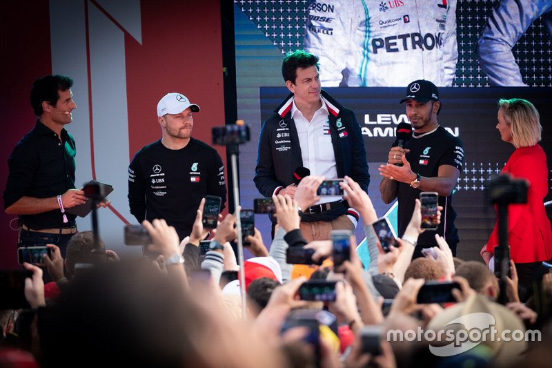 Mark Webber, Toto Wolff, director de Mercedes, Lewis Hamilton, Mercedes AMG F1, Valtteri Bottas, Mercedes AMG F1