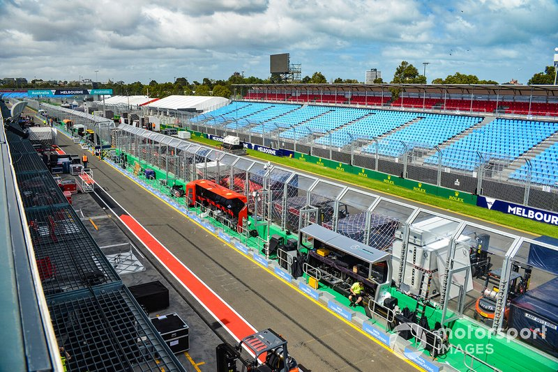 Pitlane and starting grid overview