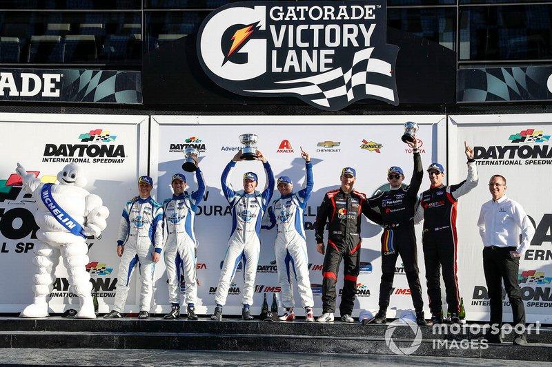 #73 LA Honda World Racing Honda Civic TCR, TCR: Shelby Blackstock, Colin Mullan, Mat Pombo, #37 LA Honda World Racing Honda Civic TCR, TCR: Tom O'Gorman, Mike LaMarra, N. Galante, J. Vance , J. Salinsky