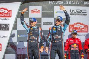 Podium: second place Thierry Neuville, Nicolas Gilsoul, Hyundai Motorsport Hyundai i20 Coupe WRC