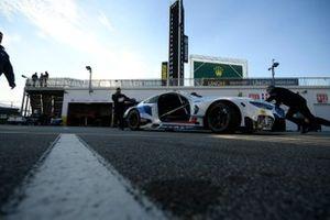Автомобиль BMW M8 GTE (№24) команды BMW Team RLL