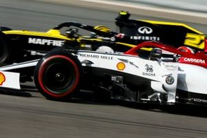 Nico Hulkenberg, Renault R.S. 19, alongside Antonio Giovinazzi, Alfa Romeo Racing C38