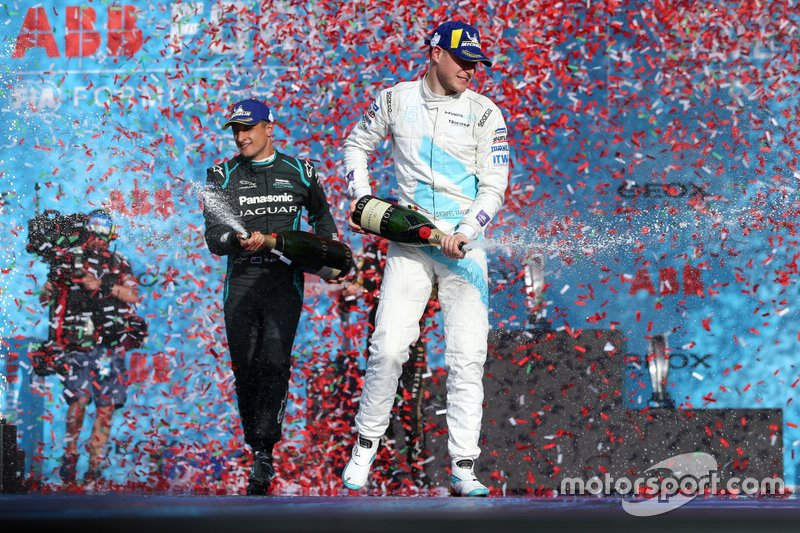 Stoffel Vandoorne, HWA Racelab, 3rd position, celebrates on the podium with Mitch Evans, Panasonic Jaguar Racing, 1st position
