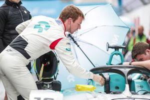 Oliver Turvey, NIO Formula E Team, on the grid