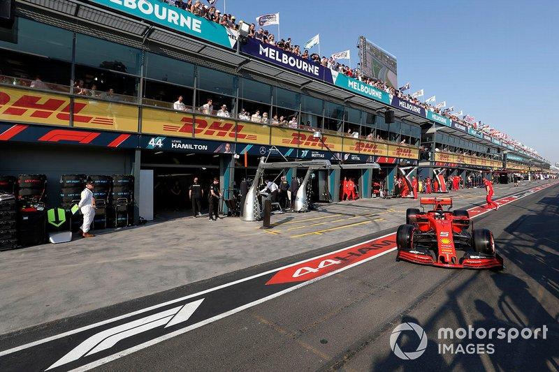 Sebastian Vettel, Ferrari SF90, esce dal box