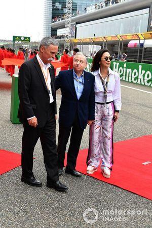 Chase Carey, Président de la Formule 1, Jean Todt, Président de la FIA, et sa femme Michelle Yeoh