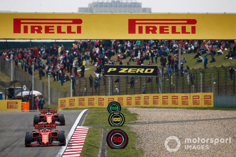 Charles Leclerc, Ferrari SF90, devance Sebastian Vettel, Ferrari SF90