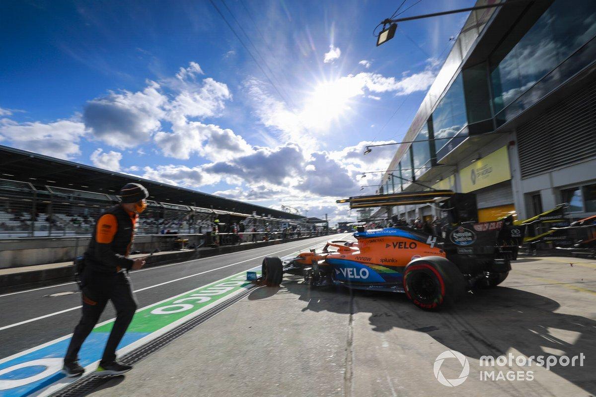 Lando Norris, McLaren MCL35, lascia il garage