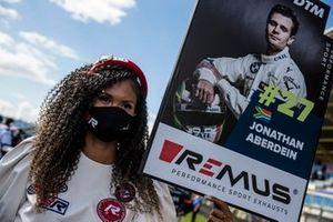 Grid girl of Jonathan Aberdein, BMW Team RBM
