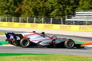 Nikita Mazepin, Hitech Grand Prix e Roy Nissany, Trident battle