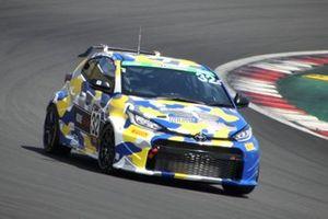 #32 ROOKIE Racing GR YARIS