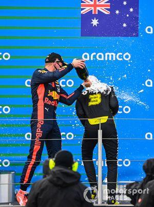 Podio: tercer lugar Daniel Ricciardo, Renault F1, y el segundo lugar Max Verstappen, Red Bull Racing