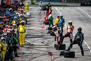 Dalton Kellett, A.J. Foyt Enterprises Chevrolet pit stop
