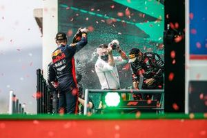 Max Verstappen, Red Bull Racing, Lewis Hamilton, Mercedes-AMG F1, Peter Bonnington, Race Engineer, Mercedes AMG, en Valtteri Bottas, Mercedes-AMG F1