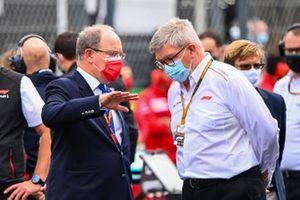 Prince Albert II de Monaco sur la grille avec Ross Brawn, Directeur Motorsports, FOM