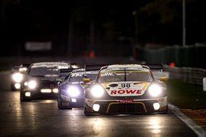 Porsche 911 GT3-R №98 команды ROWE Racing: Ник Тэнди, Эрл Бамбер, Лоренс Вантхор