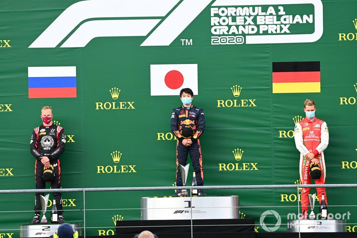 Podio: ganador Yuki Tsunoda, Carlin, y el segundo Nikita Mazepin, Hitech Grand Prix y tercer lugar Mick Schumacher, Prema Racing