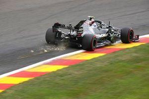Scintille generate dell'auto di Valtteri Bottas, Mercedes F1 W11