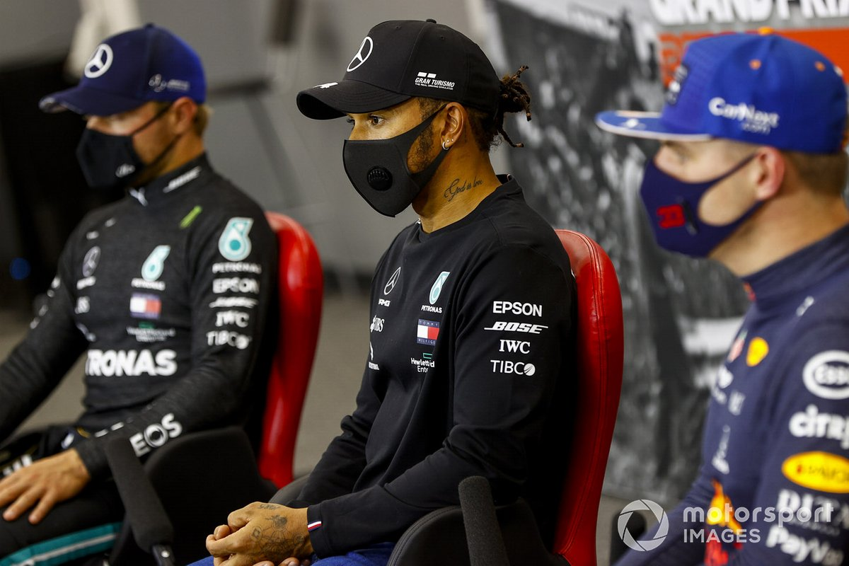 Lewis Hamilton, Mercedes-AMG F1, Valtteri Bottas, Mercedes-AMG F1, Max Verstappen, Red Bull Racing en la conferencia de prensa