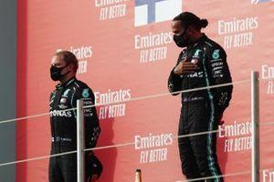 Valtteri Bottas, Mercedes-AMG F1, 2nd position, and Lewis Hamilton, Mercedes-AMG F1, 1st position, on the podium