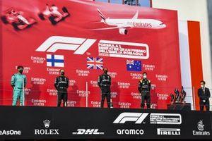 Winning Constructor Representative, Valtteri Bottas, Mercedes-AMG F1, Race Winner Lewis Hamilton, Mercedes-AMG F1 and Daniel Ricciardo, Renault F1 on the podium
