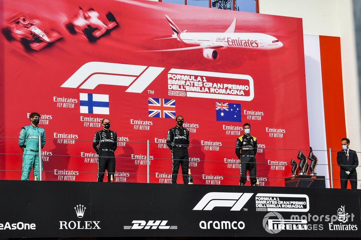 Winning Constructor Representative, Valtteri Bottas, Mercedes-AMG F1, il vincitore della gara Lewis Hamilton, Mercedes-AMG F1 e Daniel Ricciardo, Renault F1 sul podio